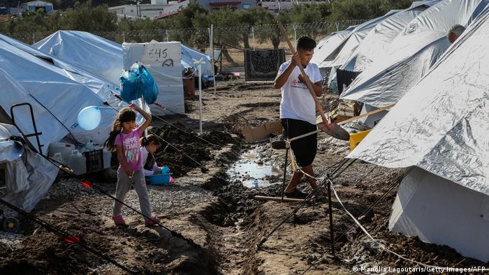 Midilli adasındaki Kara Tepe mülteci kampı