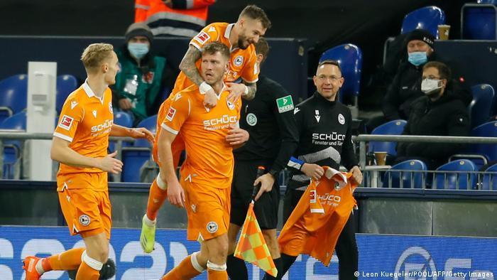 Fußball Bundesliga FC Schalke 04 v Arminia Bielefeld   Tor 0:1