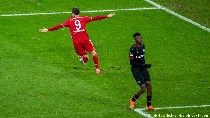 Robert Lewandowski celebrates his winner against Bayer Leverkusen