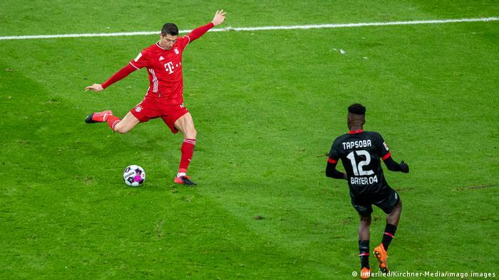 Deutschland Bundesliga Bayer 04 Leverkusen gegen FC Bayern München   Tor Lewandowski