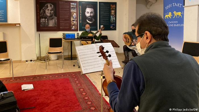 "Musicians playing instruments not found in the western classical music tradition, like the oud and ney, participated in the ""1001 Takt"" workshop 