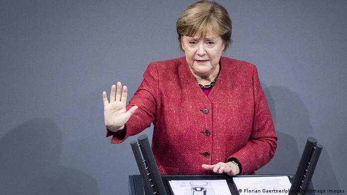 Kanzlerin Merkel will das Überspringen der neuen Corona-Variante auf das Festland mit harten Maßnahmen verhindern