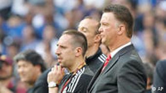 Bayern Munich coach Louis van Gaal, right, and player Franck Ribery