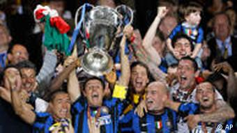 Inter Milan players hoist the Champions League trophy in 2010