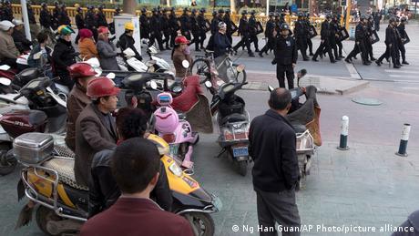 China Xinjiang 2017 | Sicherheitspersonal