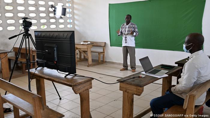 Învățare via televiziune în Coasta de Fildeș
