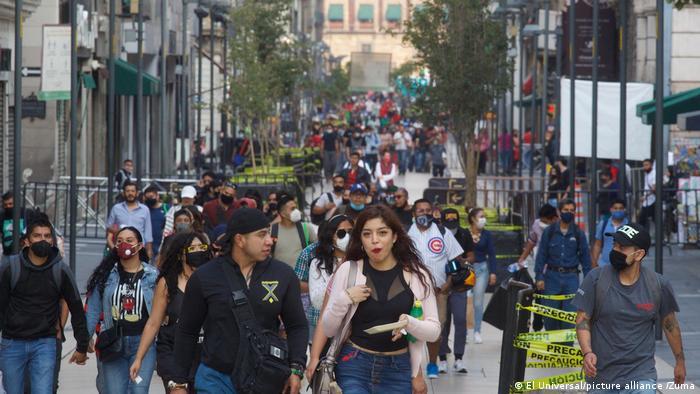 Mexiko Menschen Weihnachtszeit Innenstadt