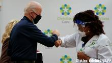 USA Biden lässt sich gegen COVID impfen