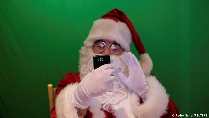 Santa dengan video call