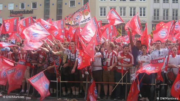 FC Bayern Muenchen Empfang Double Feier Fans Flash-Galerie