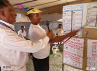 DW reporter  interviews an Ethiopian election helper in Nazareth, Oromia.