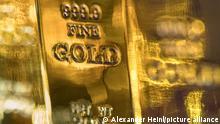 15.11.2017 ILLUSTRATION - Goldbarren-Imitate, aufgenommen am 15.11.2017 in Berlin. Foto: Alexander Heinl   Verwendung weltweit
