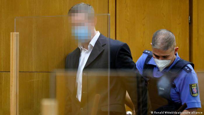 Обвиняемый в убийстве политика Штефан Эрнст в зале суда