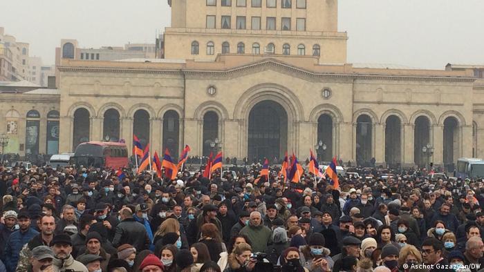 Учасники антиурядової акції в Єревані