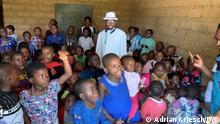 Kamerun Pastor Roland Arrey in seinem Freizeitzentrum in Numba