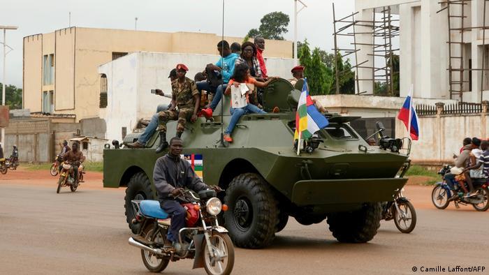 Zentralafrikanische Republik russisches Militärfahrzeug in Bangui