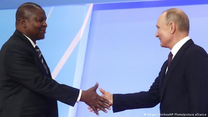 Russland Zenzralafrikanische Republik | Faustin Archange Touadera und Putin