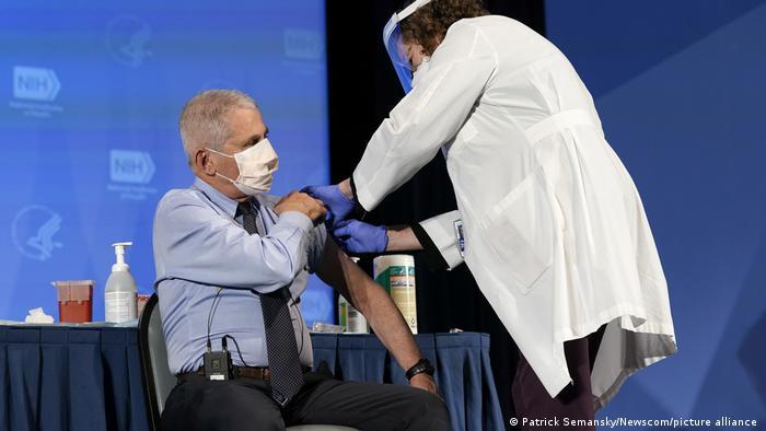 فاوچی در شمار نخستین کسانی در آمریکا بود که واکسن کرونا دریافت کرد. ۲۲ دسامبر سال ۲۰۲۰