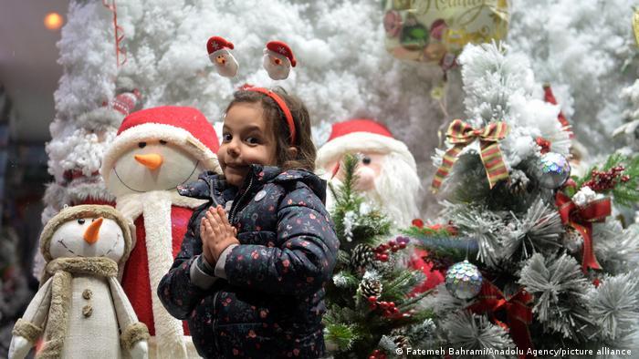 اقلیتهای مسیحی ساکن محله سنایی، همپای مسیحیان جهان، ایام کریسمس را جشن میگیرند. کلیسای انجیلی ارامنه در خیابان میرزای شیرازی، کوچه ارفع واقع شده و مخصوص پیروان مذهب پروتستانیسم است.