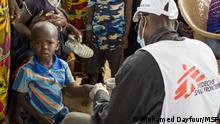 An MSF worker conducts a rapid malaria test on a displaced child. In central Mali, most displaced children that come to the MSF facility are suffering from malaria, malnutrition and respiratory infections.