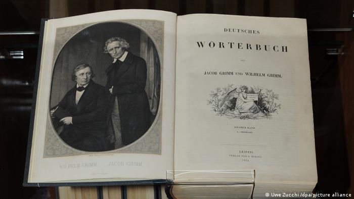 El primer tomo del Diccionario Alemán en 1854