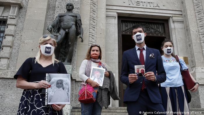 Родичі жертв пандемії COVID-19 в Італії