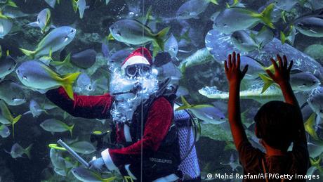 BdTD - Malaysia | Weihnachtsmann im Aquarium in Kuala Lumpur
