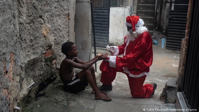 بابا الفاتيكان يشدد على أن مساعدة الفقراء من عماد الدين المسيحي (صورة رمزية)