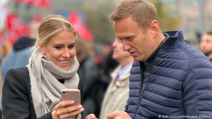 Юрист ФБК Любовь Соболь и основатель организации Алексей Навальный