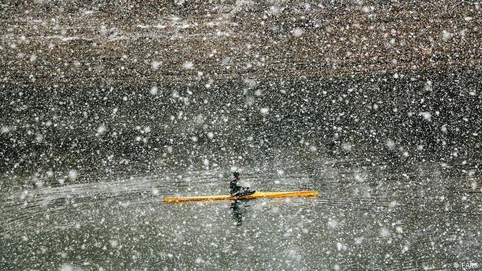 این سامانه بارشی فردا ۶ دی (۲۶ دسامبر) در خراسان رضوی و خراسان شمالی فعال است و بهتدریج از مرزهای شرقی ایران خارج میشود. (عکس از دریاچه پشت سد طرق در ۴۰ کیلومتری مشهد)