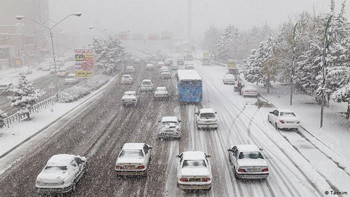 با ورود سامانه بارشی به استان آذربایجان غربی، ارومیه با اولین برف زمستانی از ظهر روز چهارشنبه سفیدپوش شد.