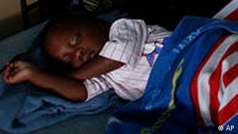 Kenia Kind schäft unter Moskitonetz Malaria