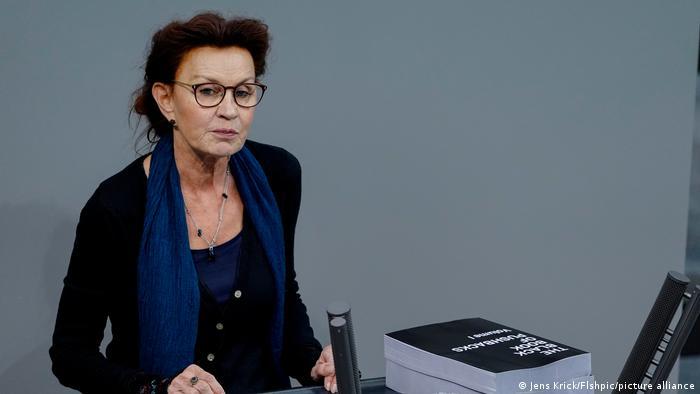Berlin   Bundestagssitzung - Ulla Jelpke