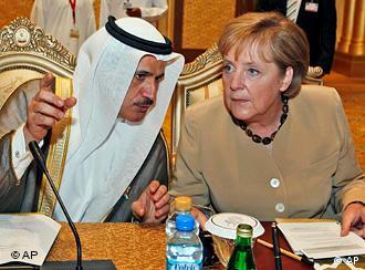 آنگلا مرکل صدراعظم آلمان و سعید المنصوری وزیر اقتصاد امارات متحده عربی