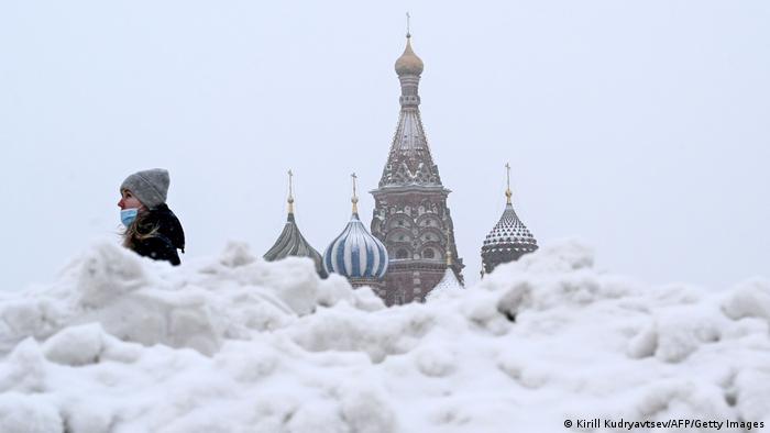 Russland Moskau Roter Platz Schnee Kreml