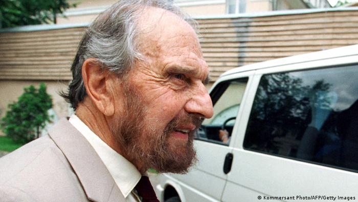 George Blake em 2001
