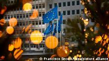 Flaggen der Europäischen Union vor dem Hauptsitz der Europäischen Kommission