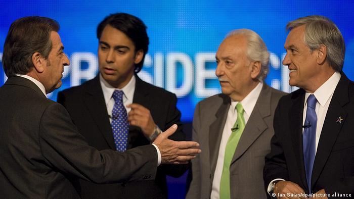 Eduardo Frei, Marco Enríquez-Ominami, Jorge Arrate y Sebastián Piñera, durante un debate presidencial en noviembre de 2009.
