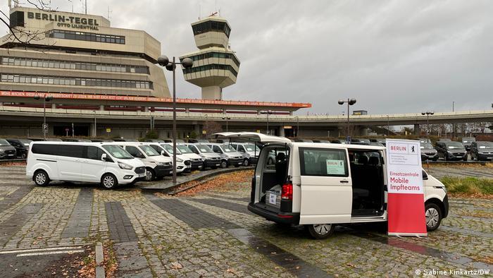 Berlin Flughafen Tegel | Mobile Impf-Teams