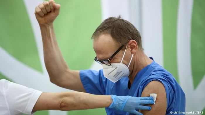 Vaccinations begin in Austria