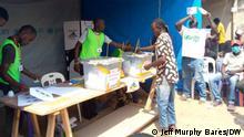 Behelfsmäßiges Wahllokal im Stadtteil Garaba im 5. Arrondissement von Bangui
