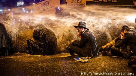 BdTD Coronavirus | Proteste in Israel | Wasserwerfer gegen Ultraorthodoxe