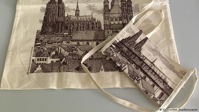 Museen archivieren Pandemie: Stofftasche und Mundschutz mit aufgedruckter Domkulisse