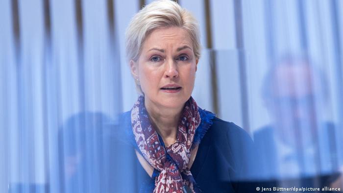 Mecklenburg-Vorpommerns Ministerpräsidentin Manuela Schwesig während einer Rede