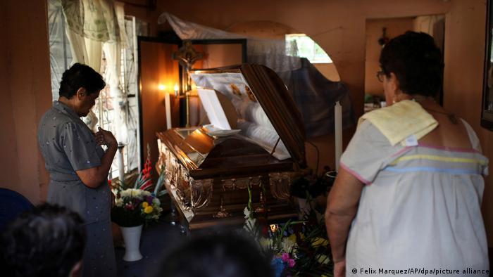 Familiares y amigos despiden a al periodista mexicano Cándido Ríos Vázquez, asesinado en Veracruz en agosto de 2017