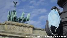 Berlin Brandenburger Tor | Symbolbild Coronakrise Lockdown Maske Mundschutz