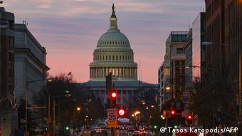 Здание Конгресса США в Вашингтоне поздним вечером