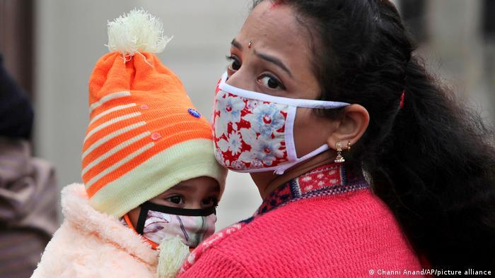 Coronavirus Indien   Jammu Mutter und Kind