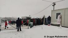 Fotos von Migranten, die vor dem von IOM geschlossenen Flüchtlingskamp Lipa bei Bihac, Bosnien Herzegowina (in der Nähe Kroatiens) ausharren. Urheber: Dragan Maksimovic, Datum: 28.12.202