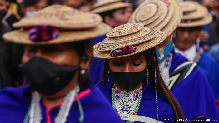 Mujeres indígenas en Bogotá, Colombia.